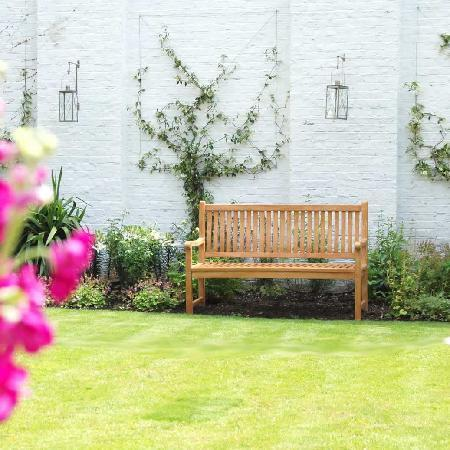 Lime Tree Hotel: Garden