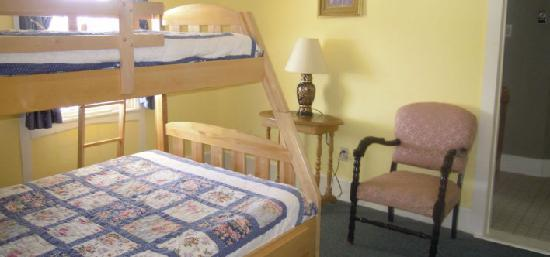 "Marathon Inn: Family Suites ""Bunk Beds"""