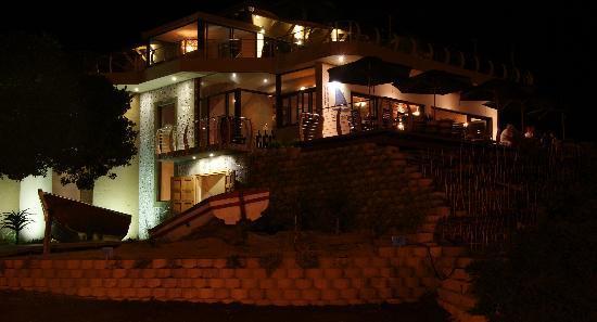 Salinas Beach Restaurant: Salinas at night