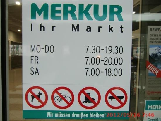 Austria Trend Hotel Salzburg Mitte: 隣のスーパー