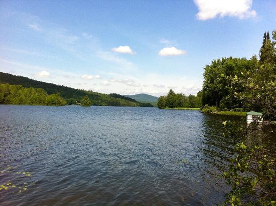 Le Domaine du Lac Saint Charles: Le Lac Saint Charles, super beau et calme