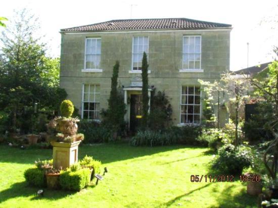 The Hollies: Our lovely B&B in Bath