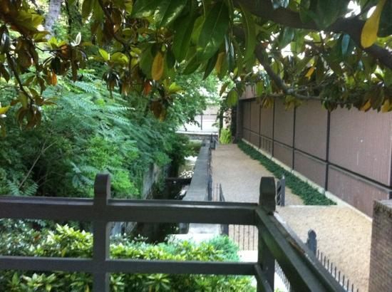 Thai Diner Too: canal entrance from near omni