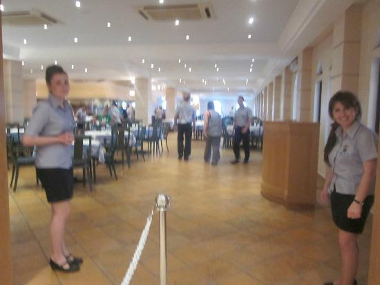 Mitsis Norida Beach Hotel: Entering the restaurant (sorry for quality).