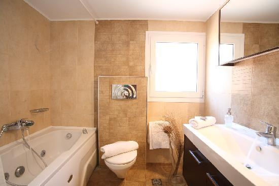 Grand Nefeli: Bathroom