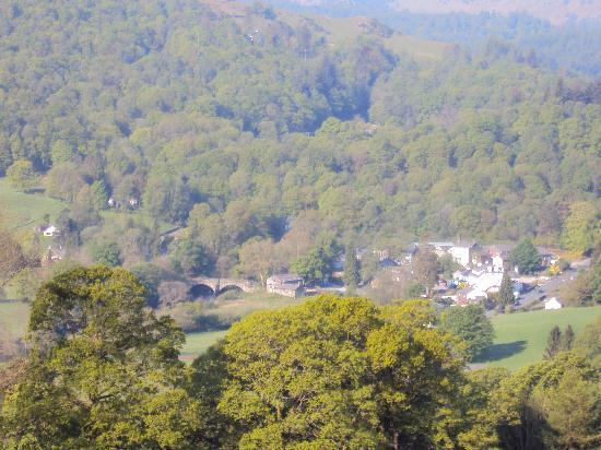 Skelwith Bridge Hotel: Skelwith Bridge & Hotel from Loughrigg