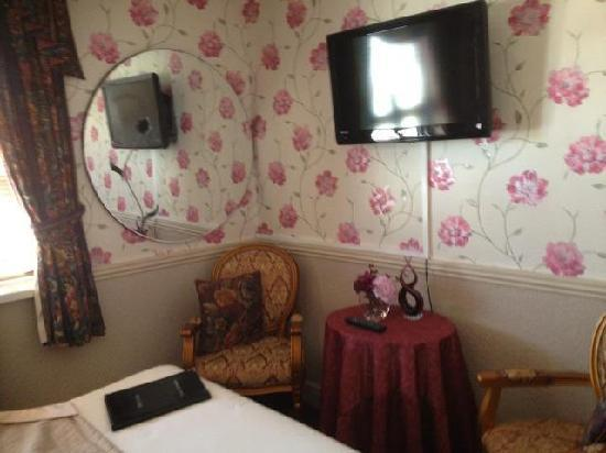 Abbey Lodge Blackpool: Seating Area in New Kingsize Room