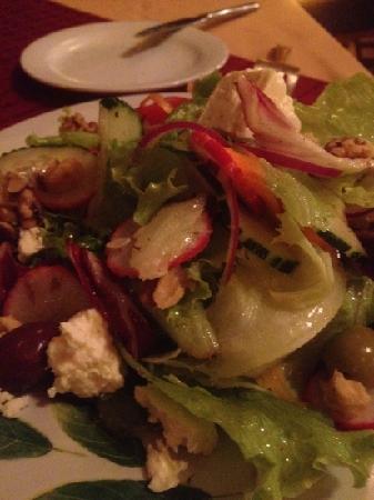 Luna Azul: Mediterranean salad with delicious Feta Cheese