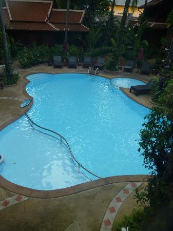 Royal Phawadee Village : piscine