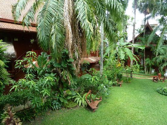 Royal Phawadee Village : jardin