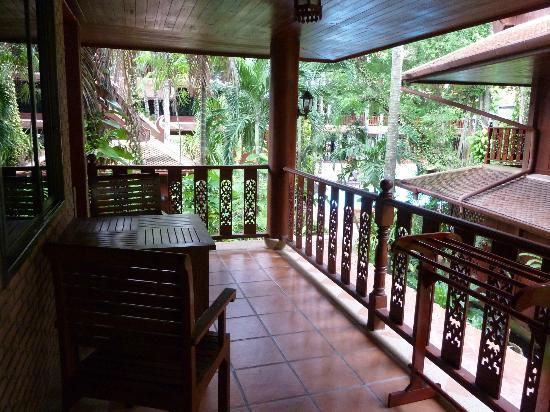 Royal Phawadee Village : terrasse