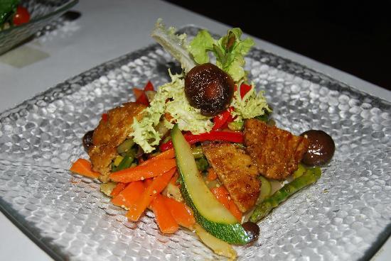 Amaranta: Grilled Seitan with shitake and saute vegetables