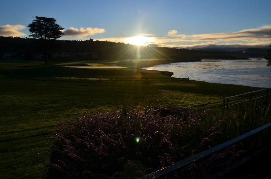 The Lodge at Pebble Beach: The view of the 18th hole from my ocean view studio