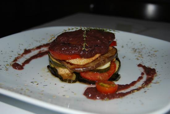 Amaranta: Finely sliced aubergine, courgette, seitan and button mushrooms with a red wine sauce