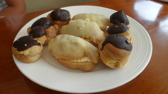 The Crown Borneo Hotel: Eclairs and Cream Puffs available :)
