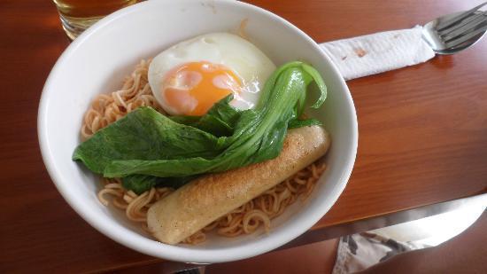The Crown Borneo Hotel: Noodle Breakfast