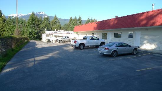 Canyon Court Motel: Outside the motel