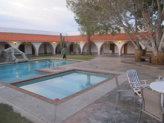 Desert Inn Catavina: View of the pool courtyard from my room