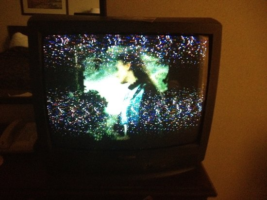 Rodeway Inn & Suites of Nampa: broken tv