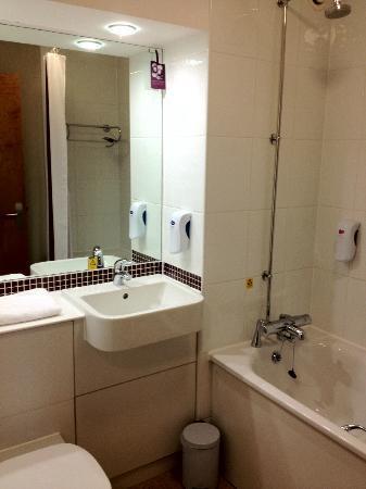 Premier Inn Sunbury - Kempton Park: Bathroom is adequate too