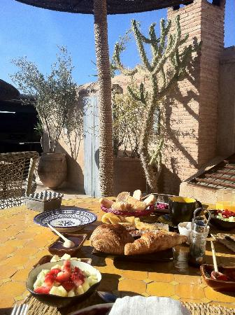 Ryad Dyor: breakfast on the rooftop