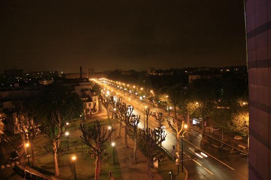 Kyriad Prestige Joinville Le Pont: Вид из номера