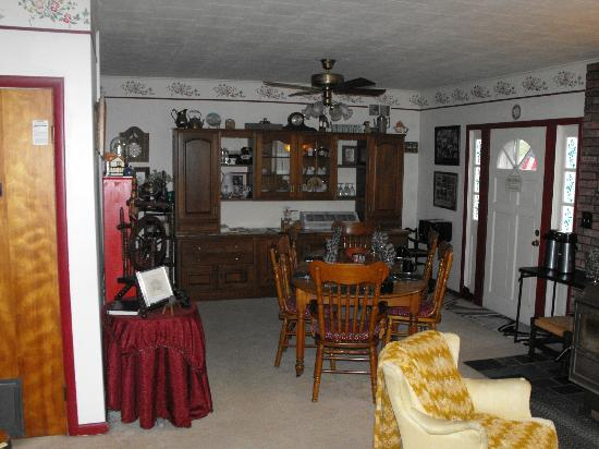 Kountry Living Bed and Breakfast : Dinning area.
