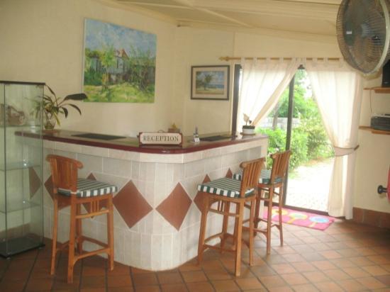 Carana Hilltop Villa: Reception