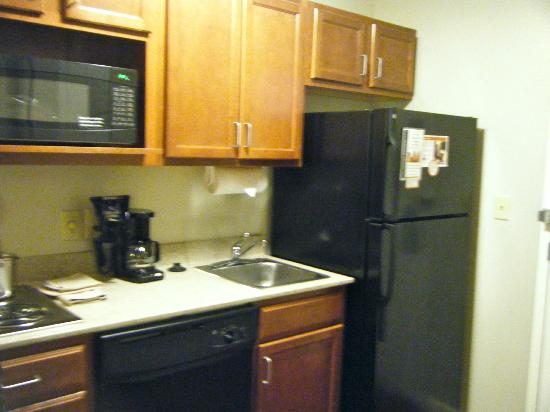 Candlewood Suites Hotel Buffalo / Amherst: This is the kitchenette