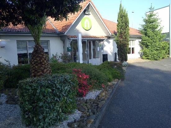 Campanile Biarritz : Reception entry to restaurant