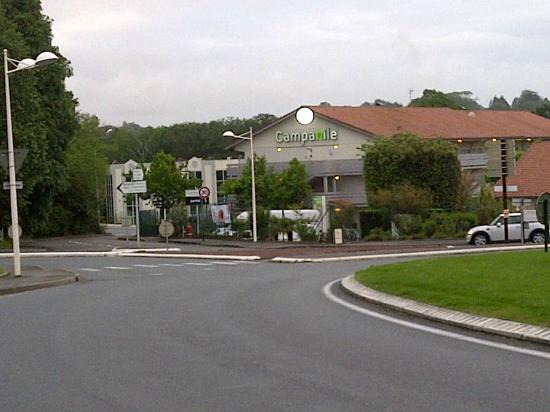 Campanile Biarritz : Hotel from roundabout coming from Airport
