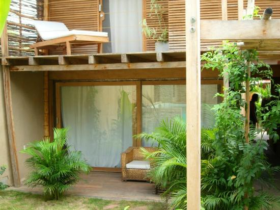 Eco Lodge: Puerta cuarto doble con vista a la piscina