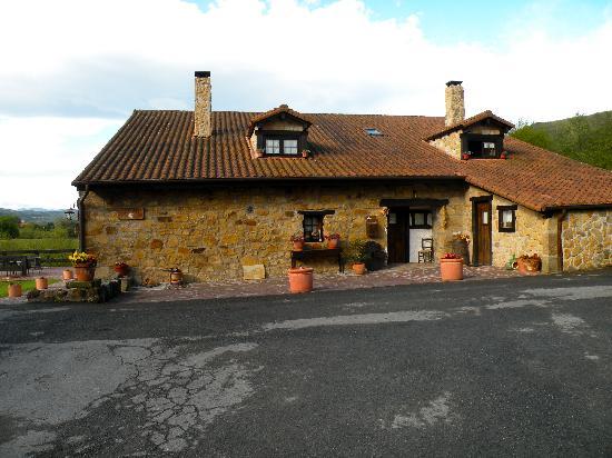 Casa Rural Arotzenea: L'esterno casa rural