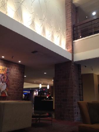 Crowne Plaza Billings: lobby by fireplace