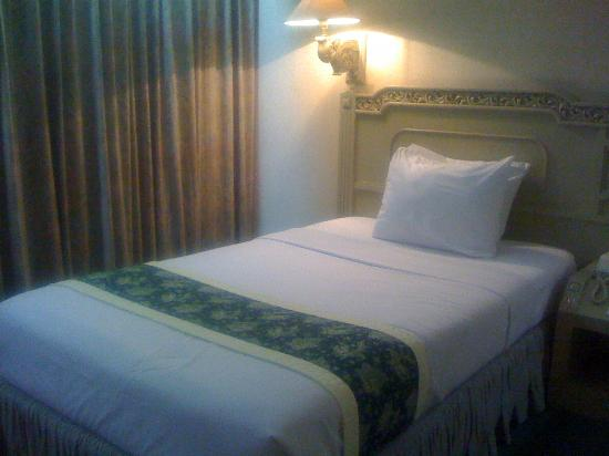 Kartika Chandra Hotel: Twin beds