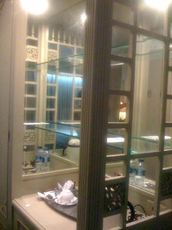 Kartika Chandra Hotel: Pantry