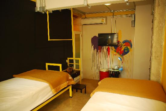 Silom Art Hostel: Twin Beds Ensuite