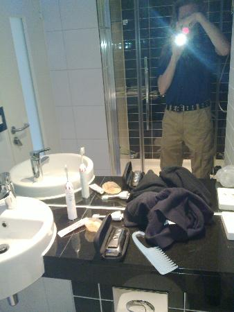 Holiday Inn Express Colchester: View of washbasin. Shower is behind me (clear glass door, chrome handle/fittings)