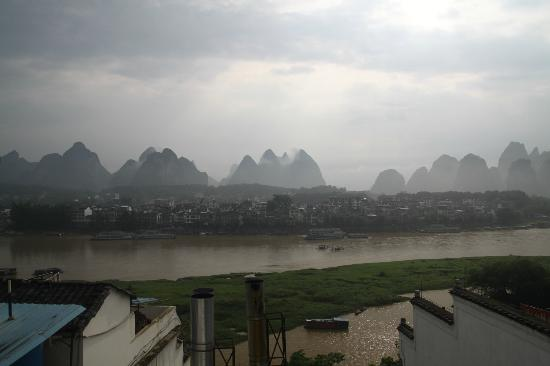 Yangshuo En Attendant Godot's Hostel: View from roof top terrace