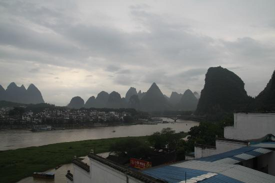 Yangshuo En Attendant Godot Hostel: View from the roof top terrace