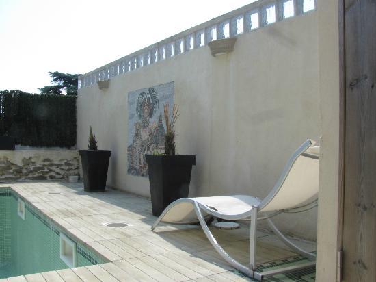 La Table Ronde des Chevaliers : Swimming pool area