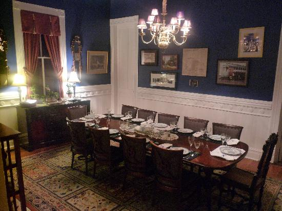 ‪‪Five Continents Bed and Breakfast‬: dining room‬
