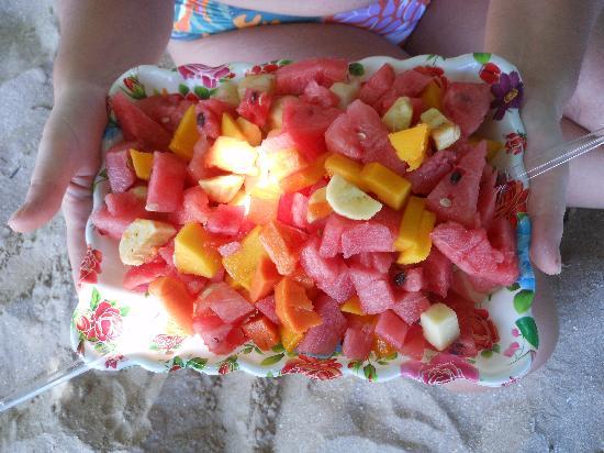 Quarta Praia Beach: fruit salad n quarta praia