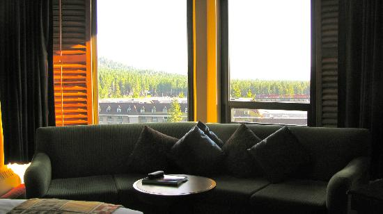Harrah's Lake Tahoe: Full size couch, coffee table with room to walk behind