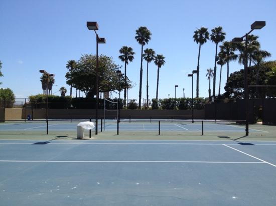 Four Points by Sheraton Ventura Harbor: Tennis court