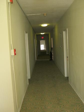 أيلاندز هاوس: Hallway