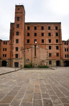 Civico Museo della Risiera di San Sabba: Outline of the oven in the brickworks