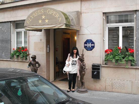 Hotel Elysees Opera: Me outside