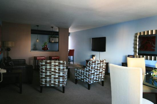 Travelodge Las Vegas Center Strip: sitting room and kitchenette