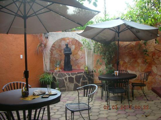 La Calzada Restaurante: Terrace of restaurant